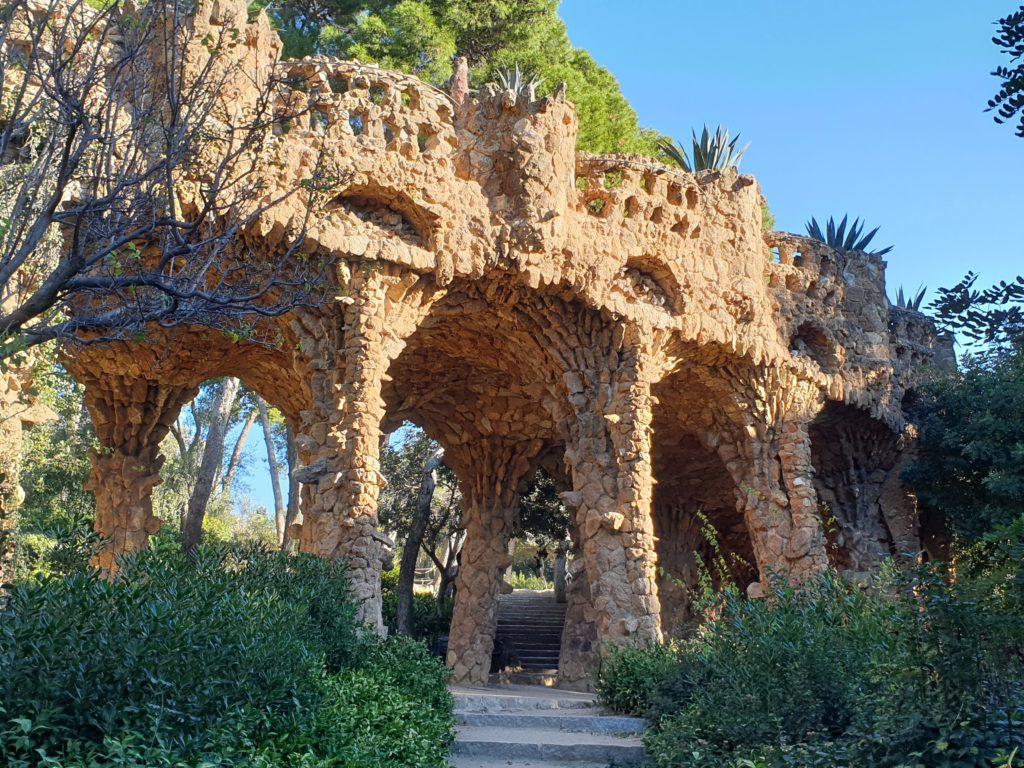 viaduc terre et béton jardin parc Guell Barcelone