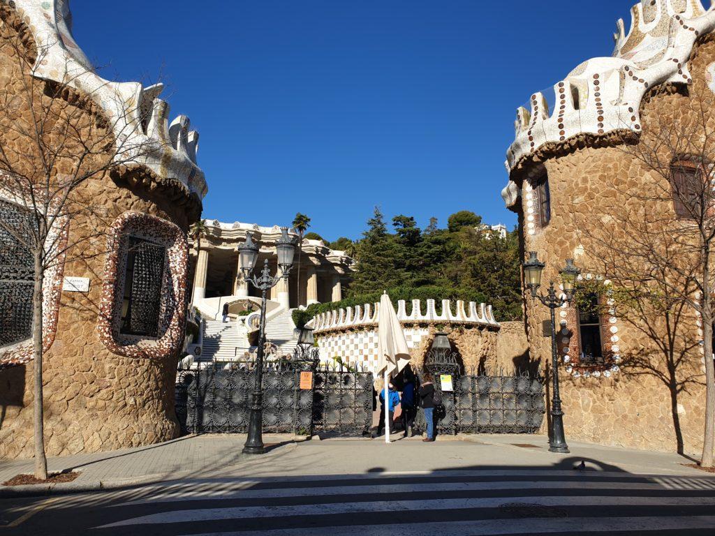 entrée parc Guell Barcelone pavilions
