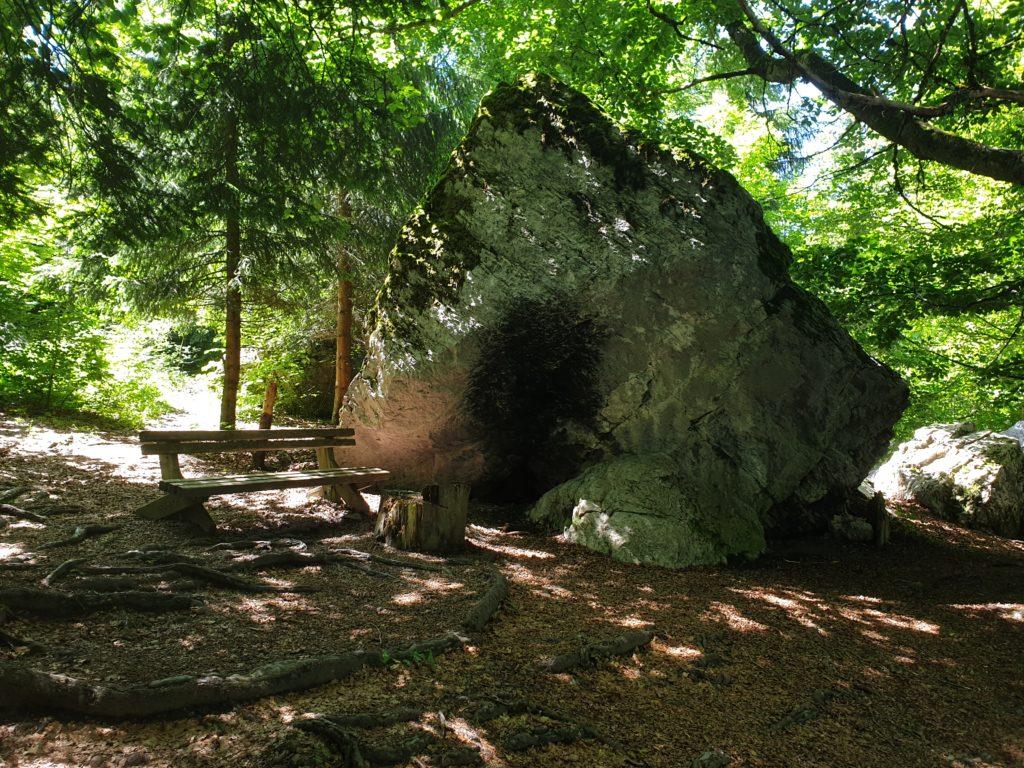rocher autour lac vert passy